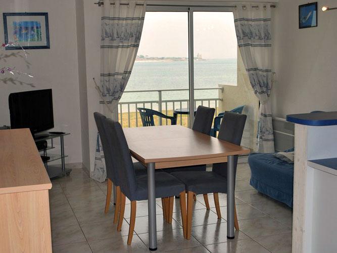 La salle de séjour de notre location à Saint Vaast la Hougue.